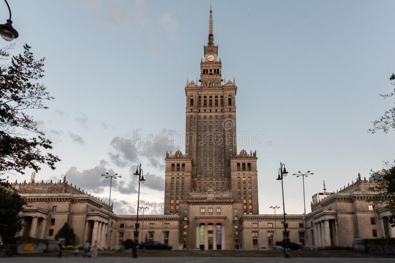 Tiro del palacio de la cultura y de la ciencia en Varsovia fotografía de archivo libre de regalías