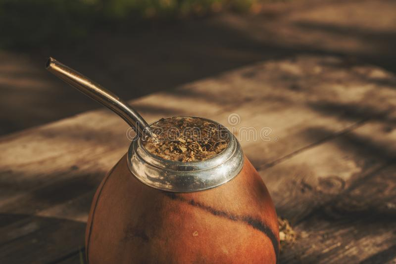 Tiro del primer de la bebida argentina del compañero del yerba imagen de archivo libre de regalías