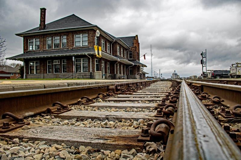 Tiro del Stratford histórico, Ontario, estación del ángulo bajo de tren de Canadá imagenes de archivo