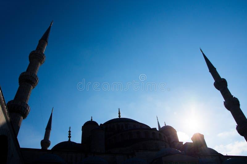 Tiro del tetto e dei minareti della moschea blu immagine stock libera da diritti