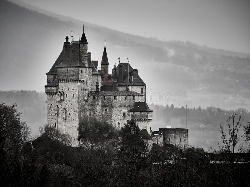 Tiro do castelo Menthon St Bernard, um castelo histórico perto de Annecy fotografia de stock
