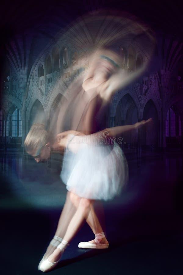 Tiro do dançarino de bailado no movimento fotografia de stock royalty free