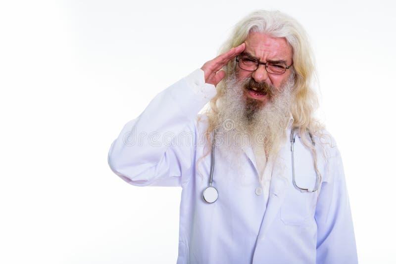 Tiro do estúdio do doutor farpado superior forçado do homem que tem o headach imagem de stock royalty free