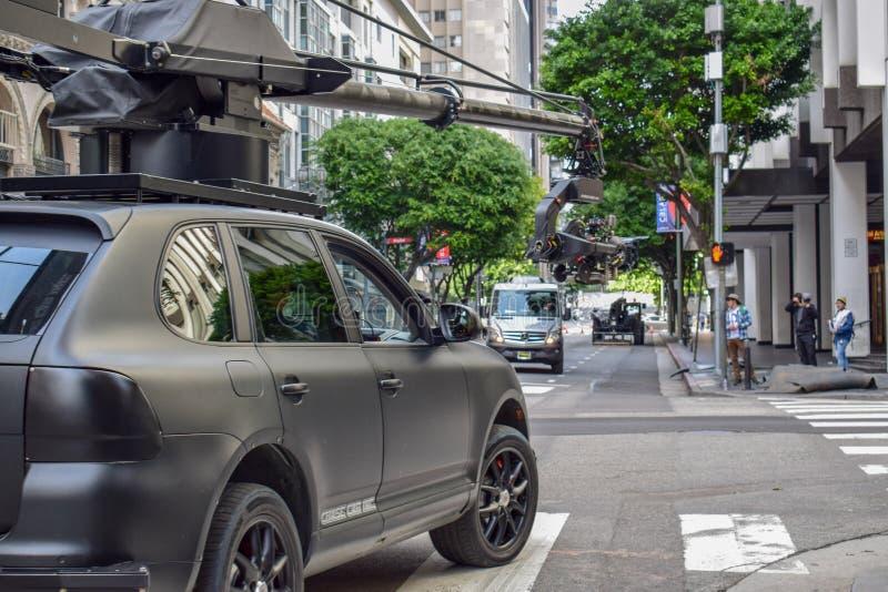 Tiro do filme de ação em Los Angeles do centro com carro da câmera fotografia de stock