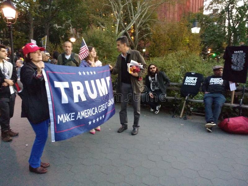 Tiro do ` t de Don mim preto do ` m? , Reuniões políticas em Washington Square Park, NYC, NY, EUA fotos de stock royalty free