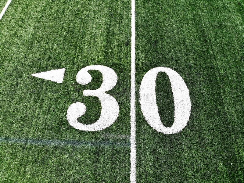 Tiro do zangão do campo de Mark On An American Football de 30 jardas fotografia de stock royalty free