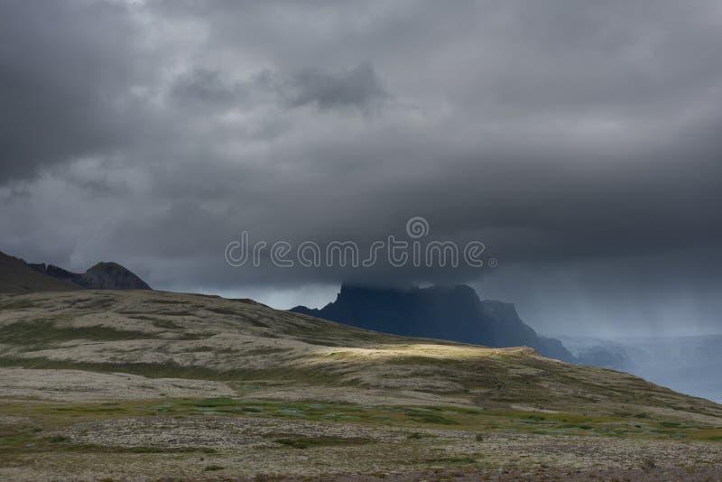Tiro escénico del paisaje de la montaña imagen de archivo
