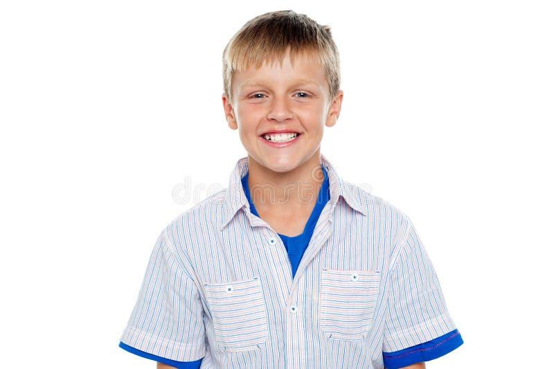 Tiro instantâneo do menino novo adorável de sorriso foto de stock royalty free
