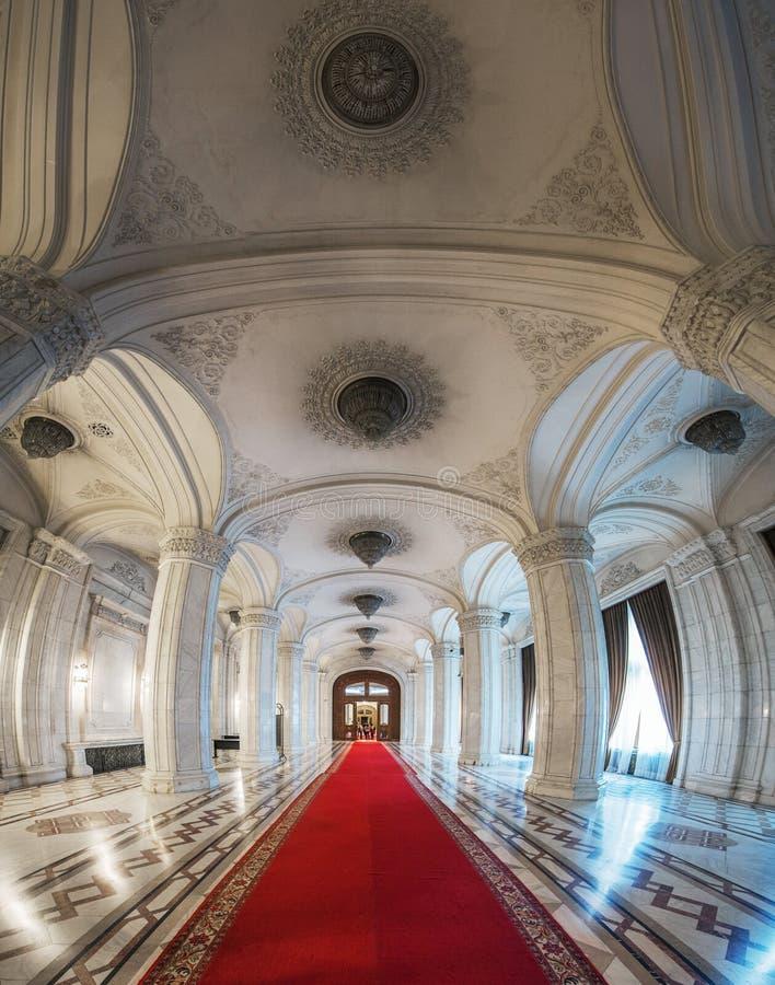 Tiro interior com o palácio do parlamento fotos de stock royalty free