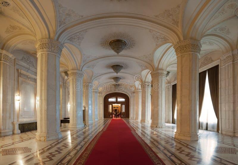 Tiro interior com o palácio do parlamento fotografia de stock royalty free