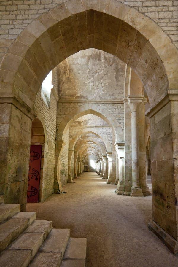 Tiro interior en la abadía de Fontenay fotos de archivo
