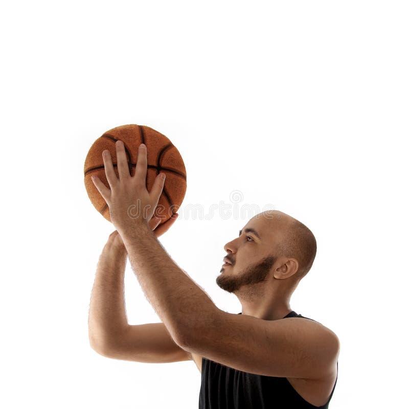 Tiro libre del tiroteo del jugador de básquet en el fondo blanco fotografía de archivo