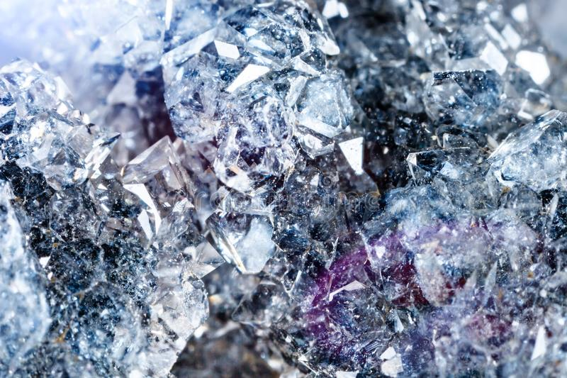 Tiro macro da pedra preciosa natural Apophyllite mineral cru fotos de stock