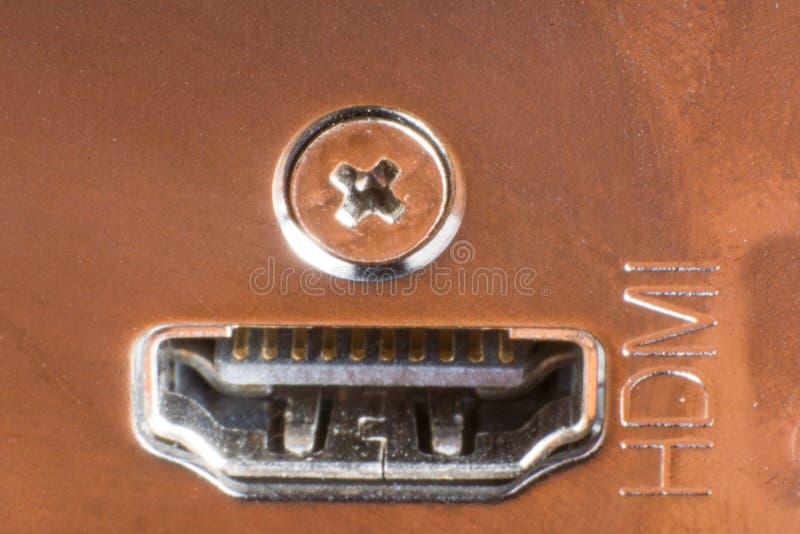 Tiro macro de um conector fêmea de HDMI na placa de metal foto de stock