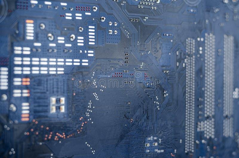 Tiro macro de uma placa de circuito suja fotos de stock
