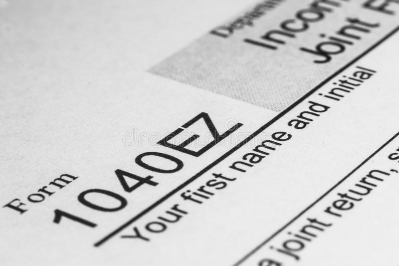 Tiro macro do formulário de imposto do IRS 1040EZ foto de stock