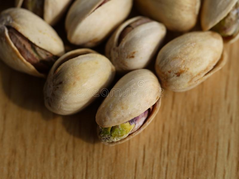 Tiro macro - porcas de pistaches imagem de stock royalty free
