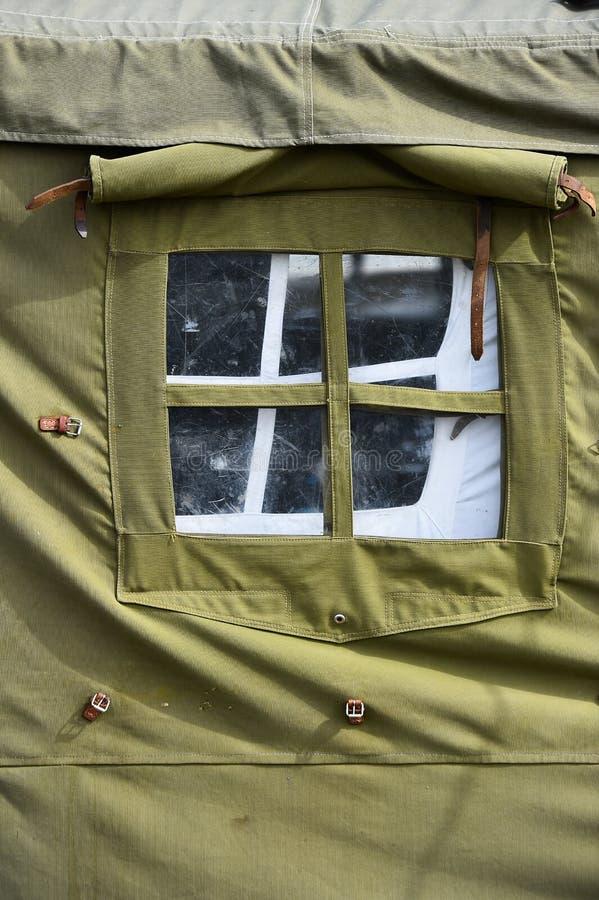Tiro militar verde do detalhe da barraca imagens de stock