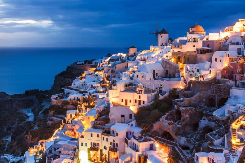 Tiro Oia Santorini Grécia da noite imagem de stock