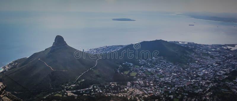 Tiro panorámico ancho hermoso de la montaña de la tabla en Cape Town, Suráfrica fotografía de archivo libre de regalías