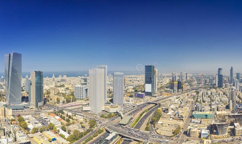 Tiro panorâmico do telefone Aviv And Ramat Gan Skyline imagens de stock royalty free