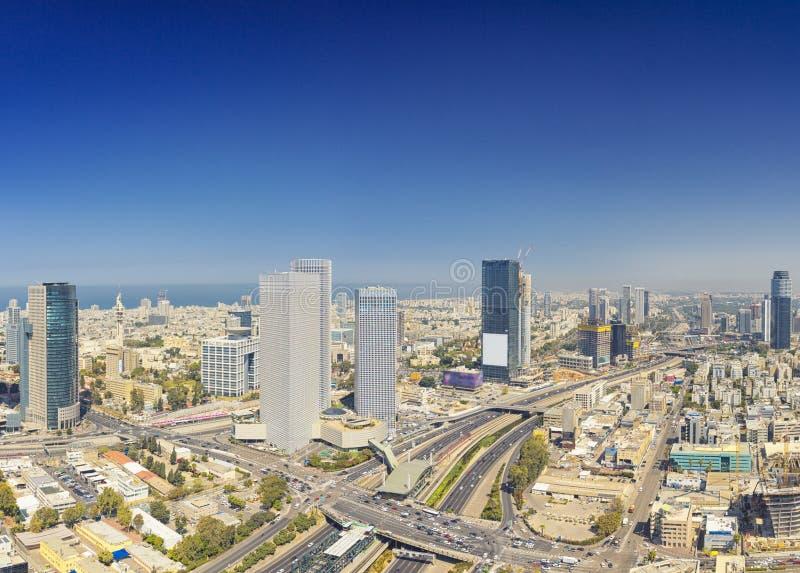 Tiro panorâmico do telefone Aviv And Ramat Gan Skyline fotos de stock