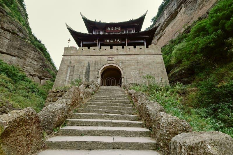 Tiro positivo da passagem de Jianmen (Jianmenguan) foto de stock