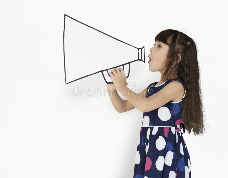 Tiro positivo del megafono della bambina immagini stock