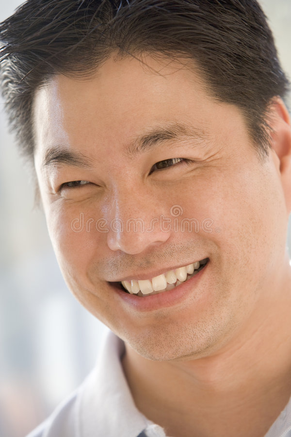Tiro principal do sorriso do homem imagens de stock royalty free