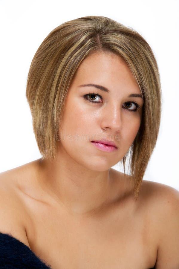 Tiro principal femenino bastante joven contra blanco foto de archivo libre de regalías