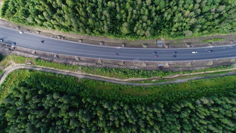 Tiro a?reo del paisaje de la naturaleza del bosque de la belleza con el camino foto de archivo libre de regalías