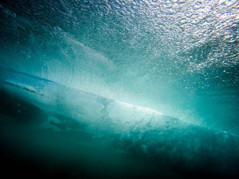Tiro subacuático hermoso de las texturas detalladas del agua de los focos - fondo hermoso fotos de archivo