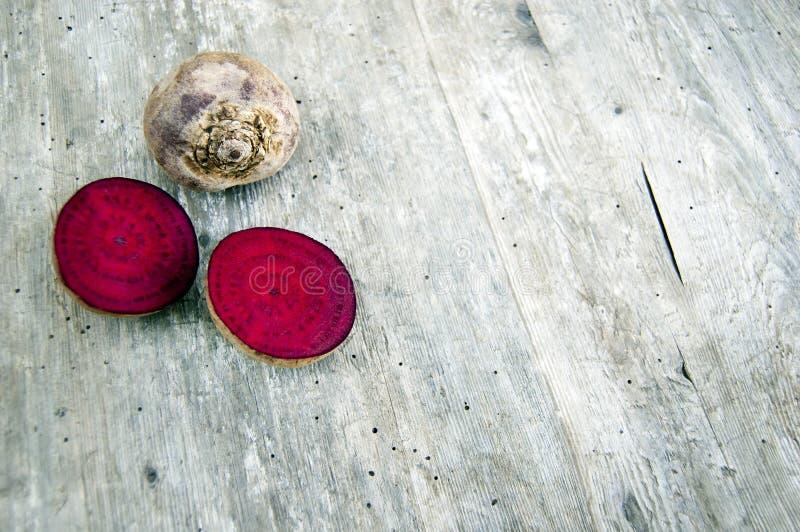 Tiro superior, cierre para arriba recientemente de la cosecha colorida, verduras de raíz cutted frescas orgánicas, crujientes, ju fotografía de archivo