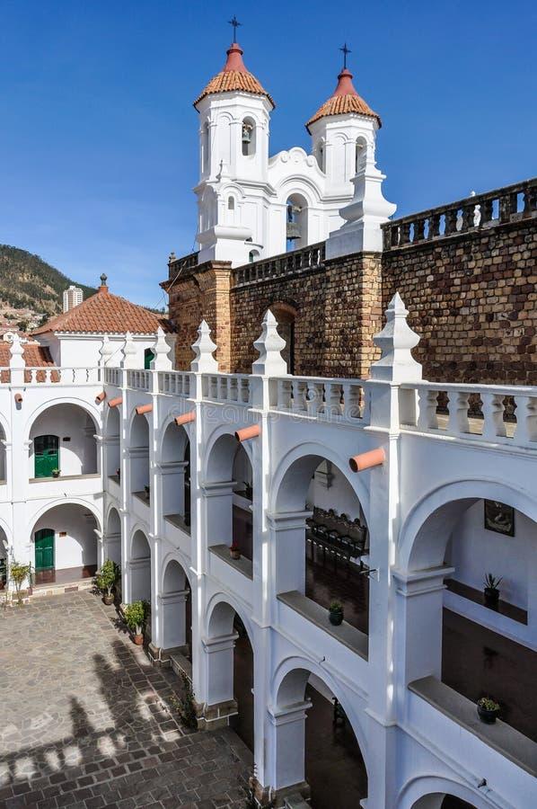 Tiro vertical do monastério de Felipe Neri, Bolívia imagem de stock royalty free
