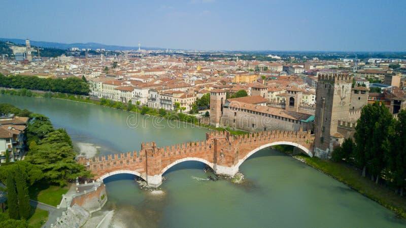 Tiro video aéreo com o zangão de Verona imagens de stock royalty free
