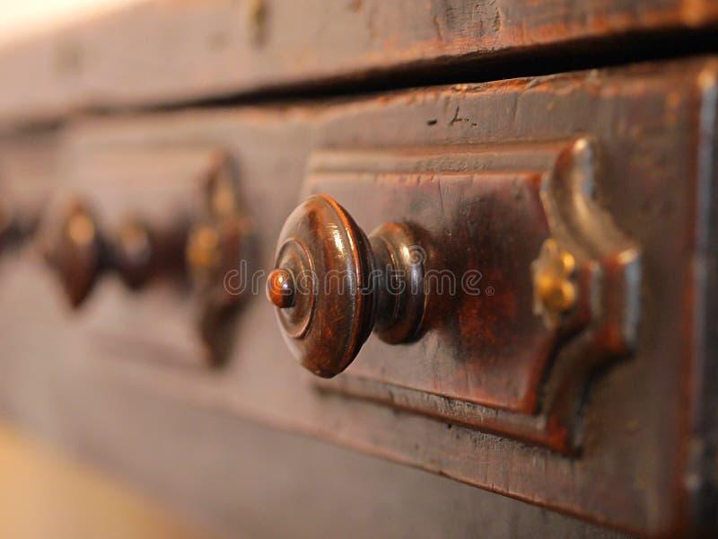 Tiroirs en bois de vieilles archives image stock