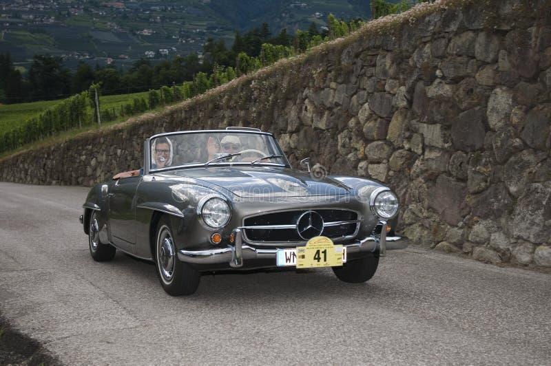 Tirol sul cars_2014_ clássico Mercedes Benz 190 SL imagem de stock