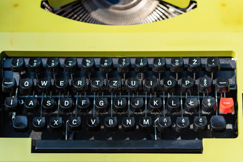 Tiros detalhados de uma máquina de escrever velha foto de stock