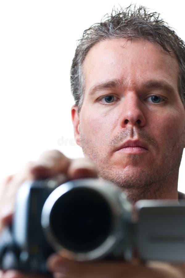 Tiroteo del hombre con una cámara de vídeo imagen de archivo