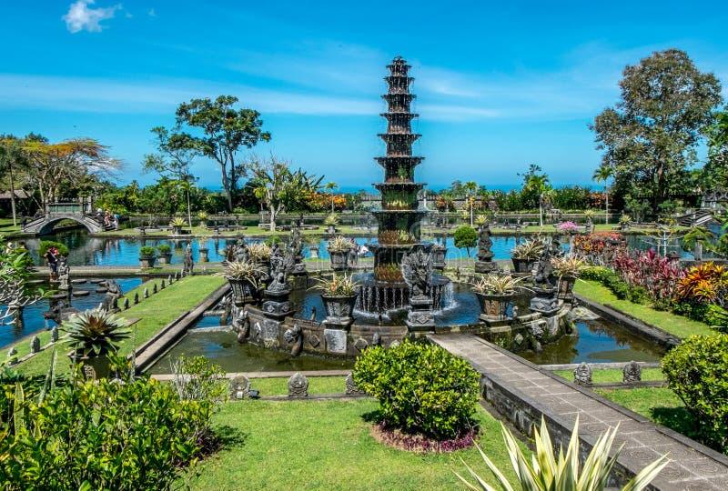 Tirta Gangga, palácio da água com fonte e a lagoa natural Fundo do curso e da arquitetura Indon?sia, ilha de Bali fotografia de stock royalty free