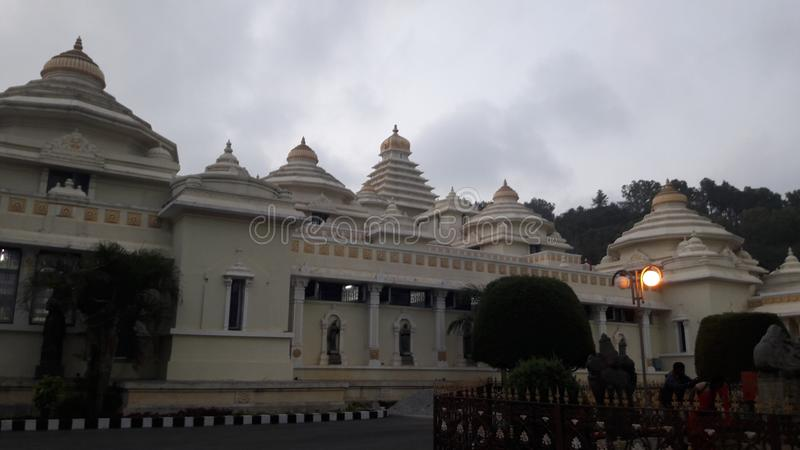 Tirupathi, Andhra Pradesh/India - februari twaalfde 2019: S V Museum van venkateswara van Lordsri in de avond in tirumala, Andhra stock afbeelding