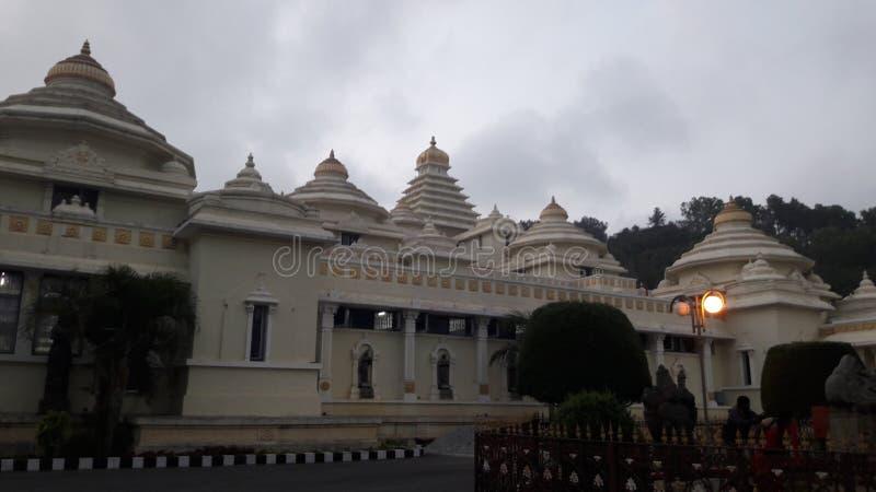 Tirupathi Andhra Pradesh/Indien - februari 12th 2019: S V Museum av lordsrivenkateswaraen i aftonen i tirumalaen, Andhra fotografering för bildbyråer