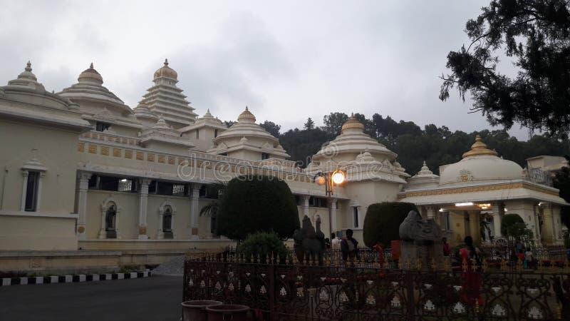 Tirupathi Andhra Pradesh/Indien - februari 12th 2019: S V Museum av lordsrivenkateswaraen i aftonen i tirumalaen, Andhra royaltyfri bild