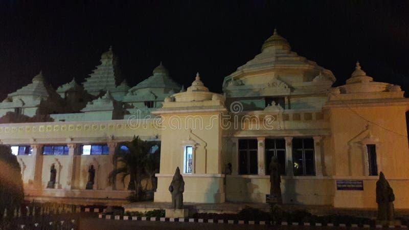 Tirupathi Andhra Pradesh/Indien - februari 12th 2019: S V Museum av lordsrivenkateswaraen i natten i tirumalaen, Andhra royaltyfri bild