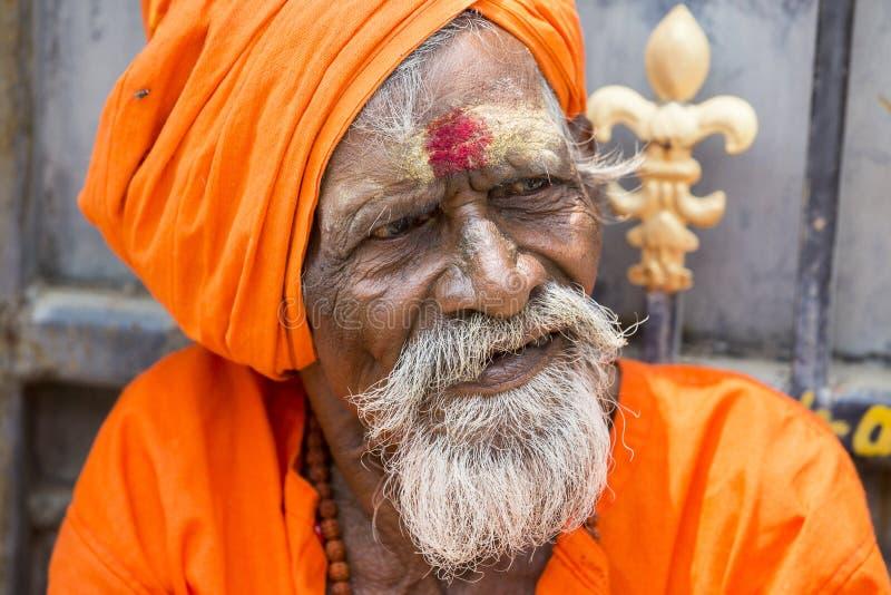 TIRUVANNAMALI, TAMIL NADU, INDIA - MARZO circa, 2018 Ritratto Sadhu all'ashram Ramana Maharshi Sadhu è un uomo santo, che ha cho immagine stock