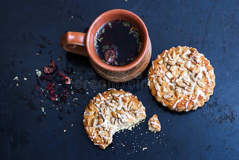 Tisana con i biscotti immagini stock