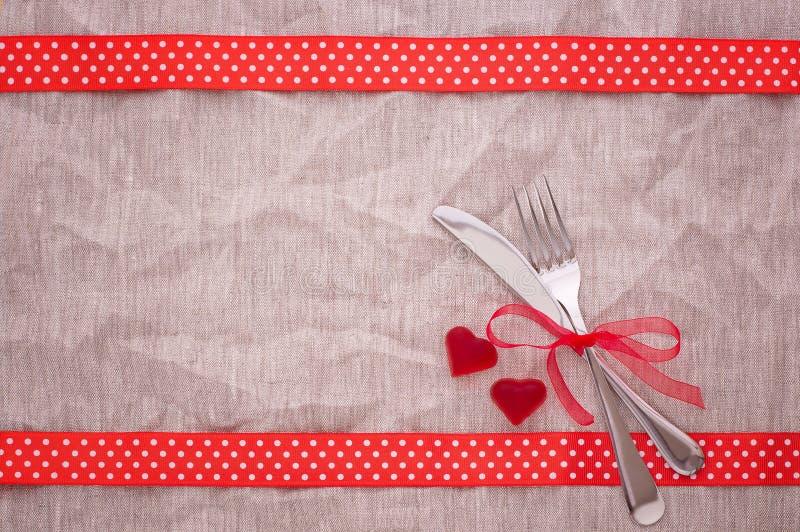 Tischbesteck auf Tischdeckenansicht von der Spitze stockbild