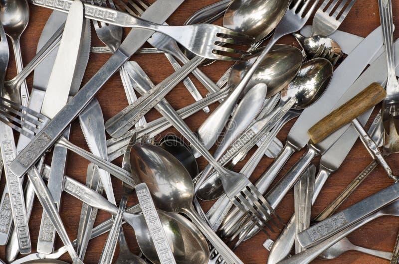 Tischbesteck im hölzernen Fach stockbild