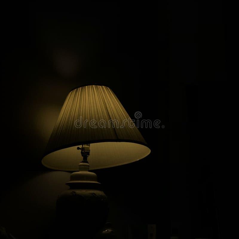 Tischlampe nachts stockfotografie