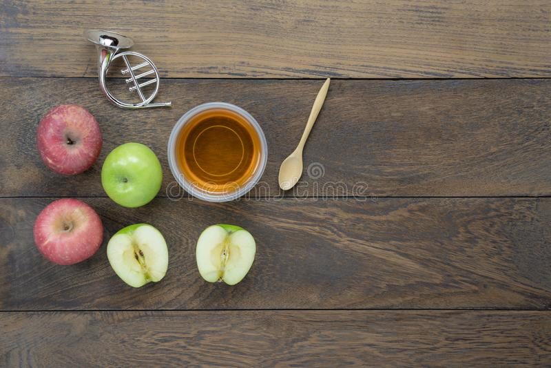 Tischplatteansicht-Luftbild des jüdischen Feiertags der Dekorationen das Hintergrundkonzept Rosh Hashana lizenzfreies stockfoto
